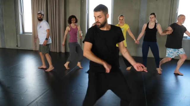 叙利亚难民教柏林人阿拉伯传统舞蹈