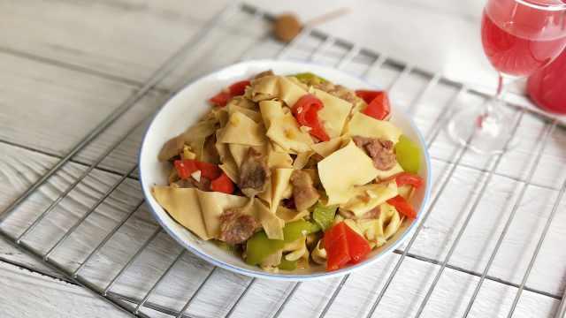 用正宗东北干豆腐做一道尖椒豆腐皮