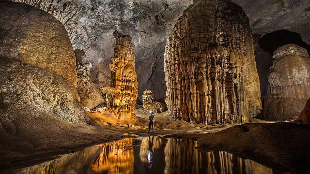 越南著名景点韩松洞,可容40层楼