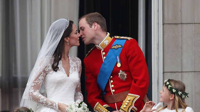 王子求婚下跪吗?凯特王妃很窘迫!