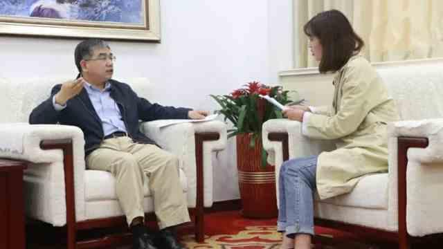 青岛大学党委书记胡金焱对话学生4