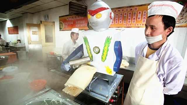 中国农民发明的削面机器人