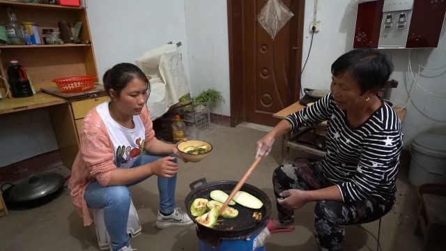 婆婆简单做顿焙白茄,儿媳挺愿意吃