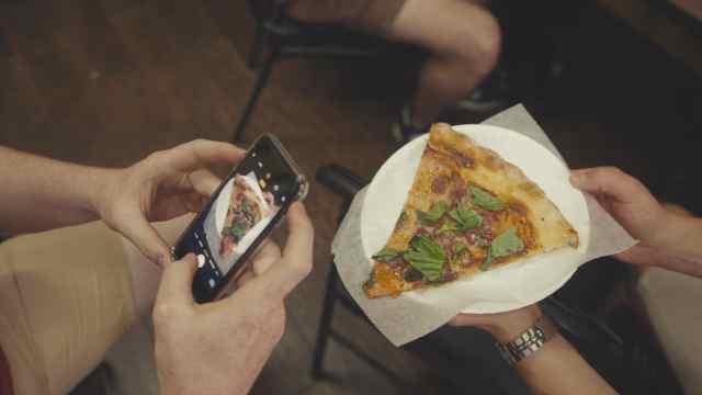 Ins网红披萨!起价200元排队一小时