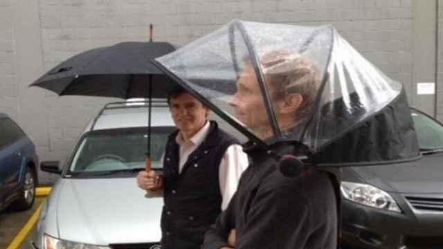 背包式雨伞:雨天拍照神器