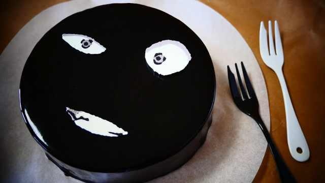 巧克力镜面蛋糕,略带神秘的蛋糕