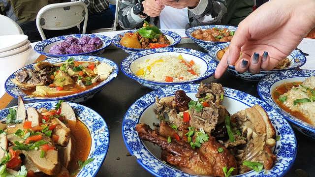 新疆美食:9个大碗装满鸡鸭鹅羊肉