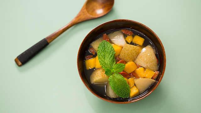 营养简单的润肺养颜水果梨
