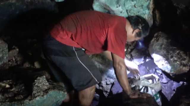 深入山洞,看千年前的壁画与棺材