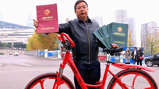 """大叔发明360度""""任意踩""""自行车"""