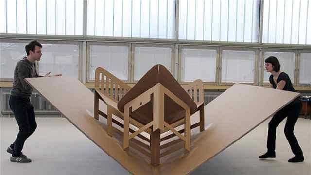 老外设计一款折叠家具,能牢固吗?