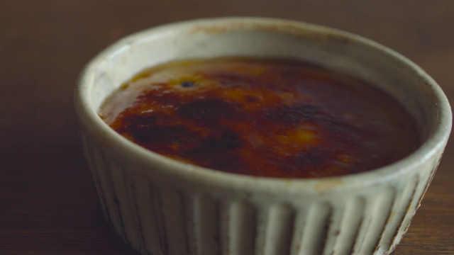 甜品控福利!博主教做香蕉焦糖布丁
