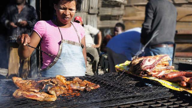 这个非洲国家不会种菜穷得只能吃肉
