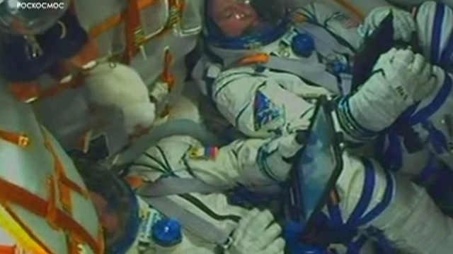 俄罗斯火箭故障两名宇航员成功逃生