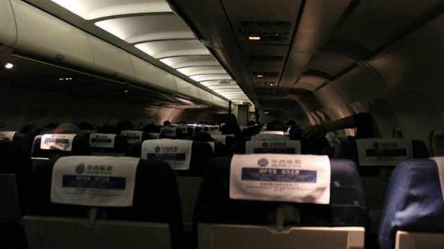 飛機起飛前,會覺得突然斷電一下?