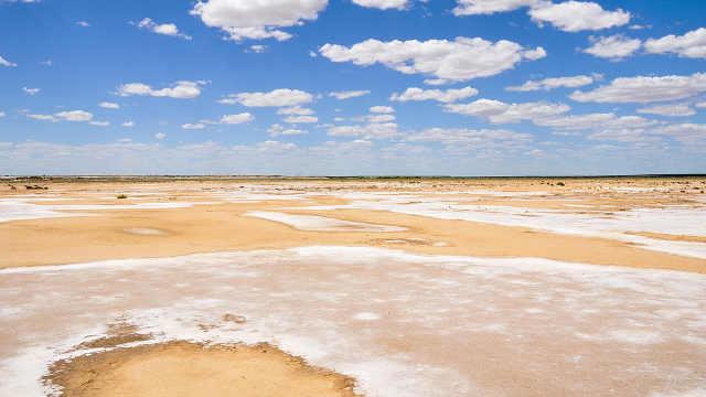 世界上最调皮的湖泊,25年出现一次