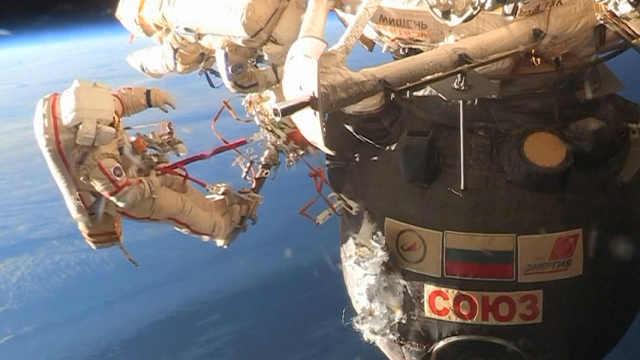 俄罗斯宇航员太空行走调查飞船破洞