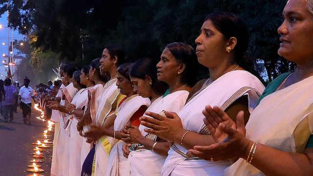 印度500万名女性组成620公里人墙