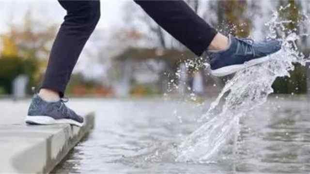 不怕水泡的黑科技鞋,所有人抢着要