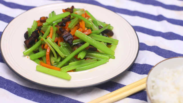 香芹炒臘肉,好吃又下飯!