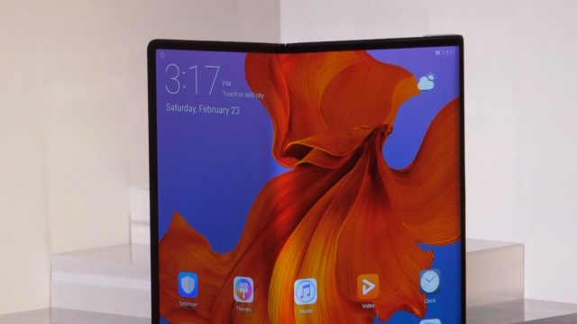 华为推出首款5G折叠屏手机MateX
