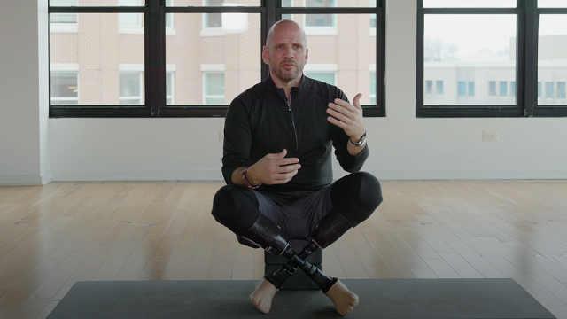 失去双腿的老兵用瑜伽重新开始人生