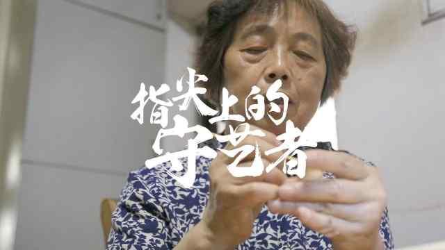 """71岁老人36年手工制作""""中国芭比"""""""