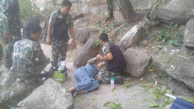 男子被指在泰国将怀孕妻子推下悬崖