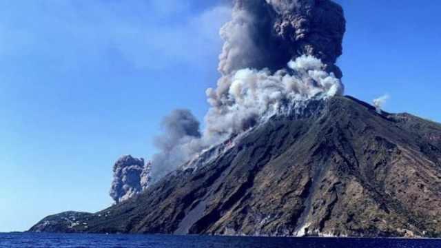 意大利火山大规模喷发致一死两伤