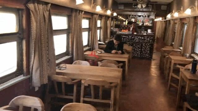 怀旧!济南废旧绿皮火车变身餐厅