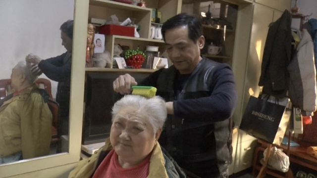 男子辞工照顾病母20年,至今未婚