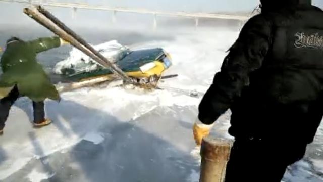 出租车坠江6天被发现,车内男女失踪