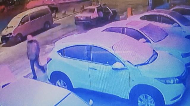 出租司机专盗车辆后备箱,3秒开一个
