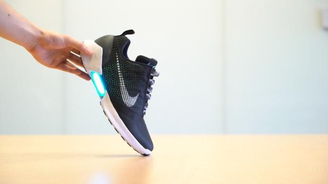 实测:真的有运动鞋可以自动系带!