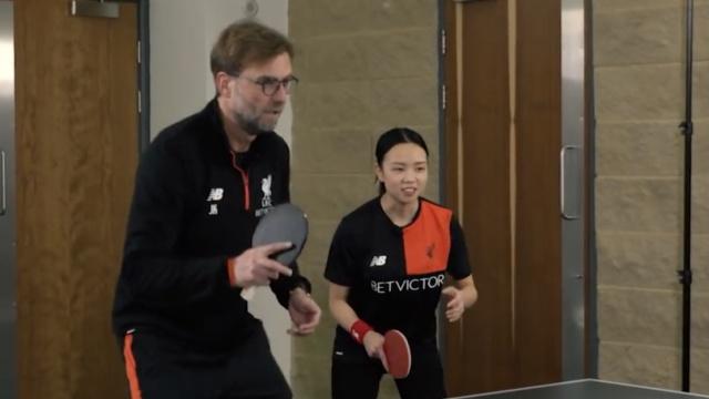 利物浦乒乓贺岁,渣叔求助了邓亚萍