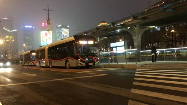 来啦!上海进入中运量公交时代