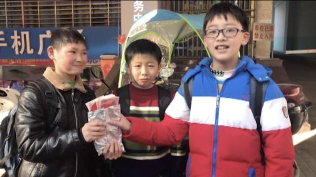 放学路上捡红包,打开一看7千元!
