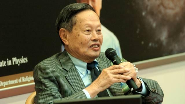 94岁的杨振宁教授,放弃了美国国籍