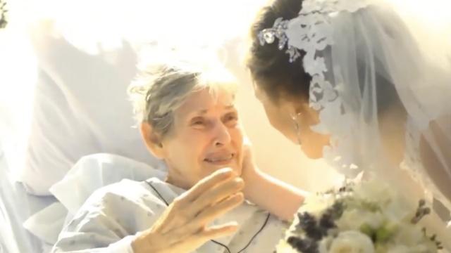 祖母生病缺席婚礼,她带新郎到医院