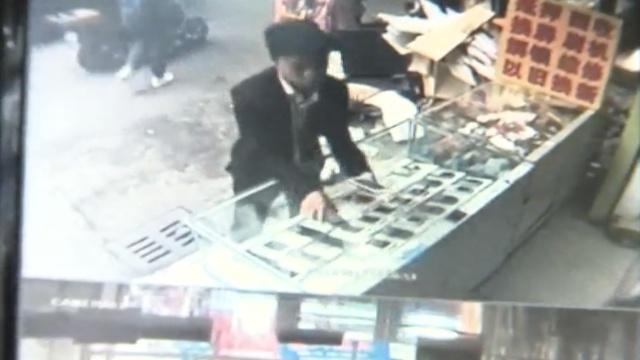 囧贼!1偷赔钱,2偷模型机,3偷被抓获