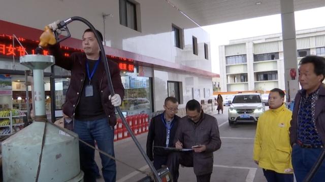 55升油箱加70升油,油站车主都懵圈