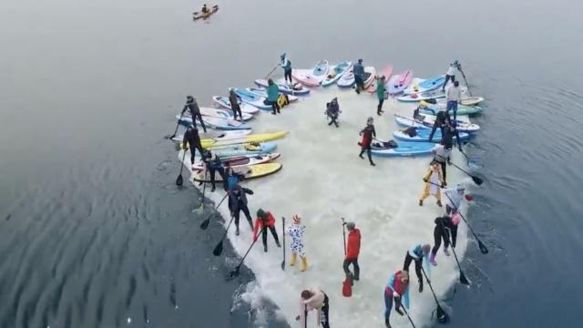 浮冰为船,他们在俄冰河中荡起双桨