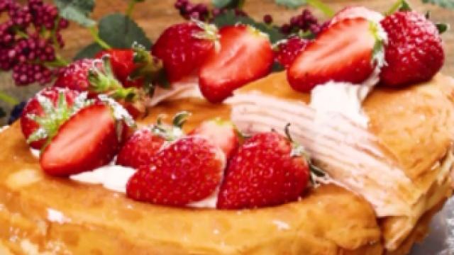 一个平底锅,轻松搞定草莓千层蛋糕