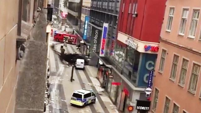 瑞典首都一卡车撞人,至少3人死亡