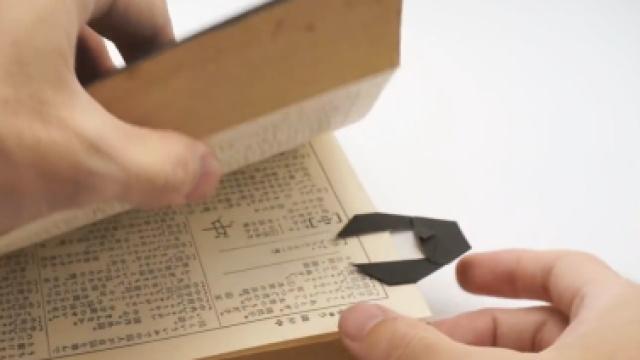爱看书的企鹅~折一个企鹅书签吧
