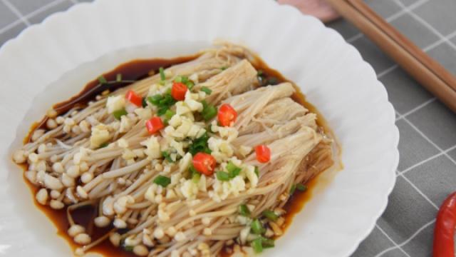 金针菇最美味的吃法,别只扔火锅了