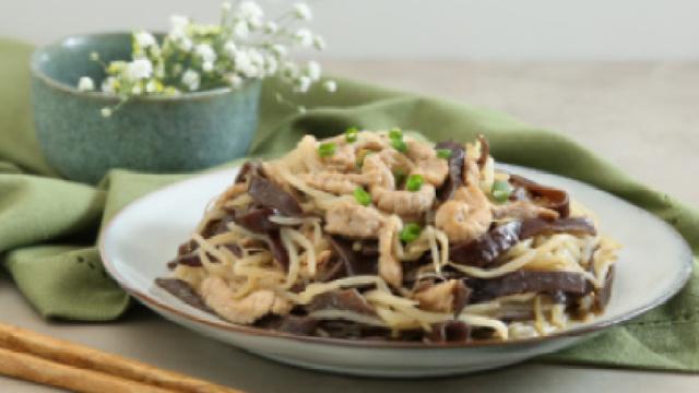 木耳豆芽炒肉丝,鲜香营养超下饭