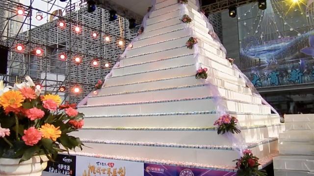 你见过12000枚蛋糕盖的10米糕塔?