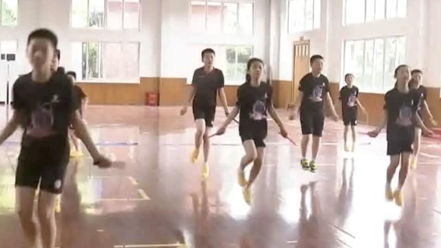 跳绳世界纪录多快?只见双脚不见绳