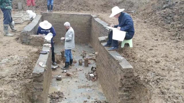 东汉古墓保存完整,出土近40件文物